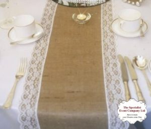vintage-hessian-and-lace-table-runners